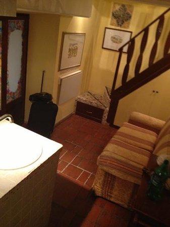 Hotel Trevi:                   sofa area