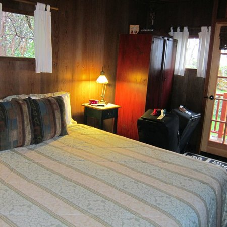 Crater Rim Cabin :                   Bedroom with heated blanket