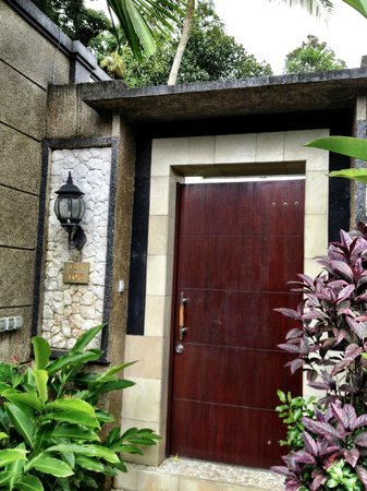 Bali Rich Luxury Villas Ubud:                   Entrance to villa