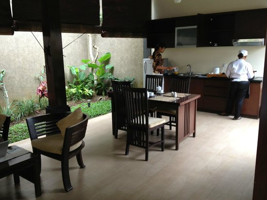 Bali Rich Luxury Villas Ubud:                   Kitchen area