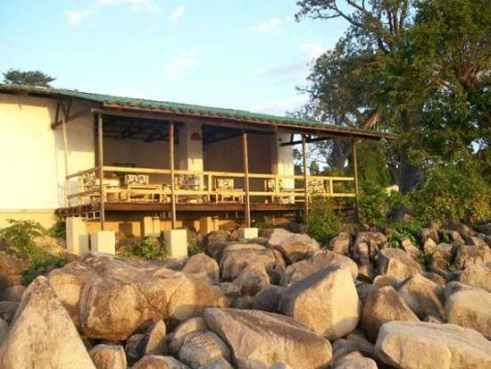 Ulisa Bay Lodge: Restaurant and Bar Deck