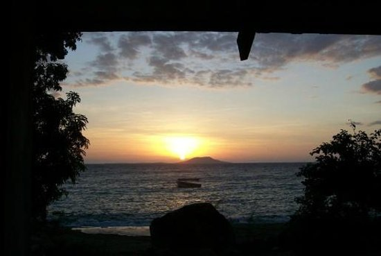 Ulisa Bay Lodge: Sunset from Chalet