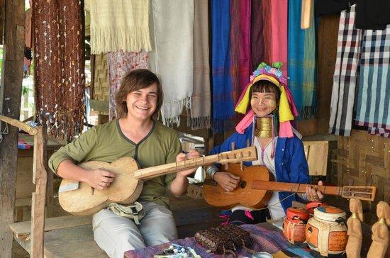 Thai Kingdom - Day Tours:                   Long Neck Karen