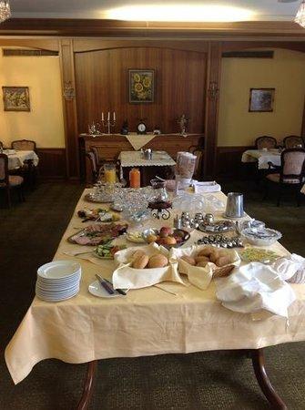Hotel Braunschweiger Hof:                   Frühstücksbuffet mit allem, schöne Atmosphäre und netter Service!