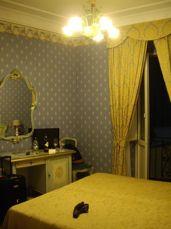 Villa San Lorenzo Maria Hotel:                   Room