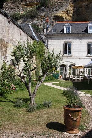 Restaurant Au Val Saint Roch : Vue de la maison depuis l'entrée