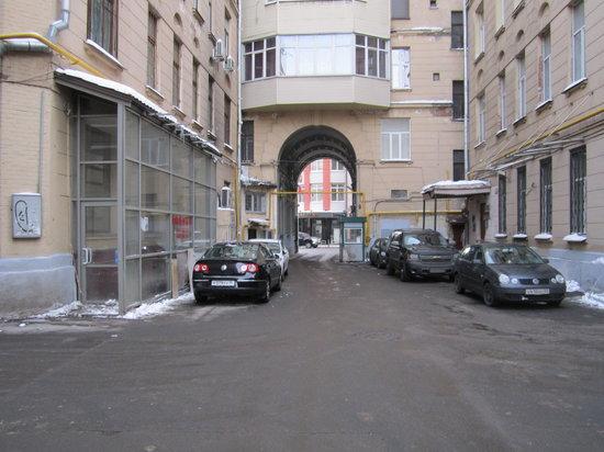 mini hotel Petrovka Loft:                                     Agora visto do outro lado.Saindo a porta da rua, à direita,
