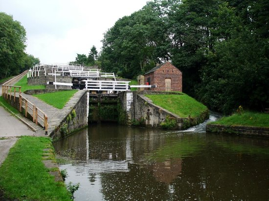 ‪Bingley Five Rise Locks‬