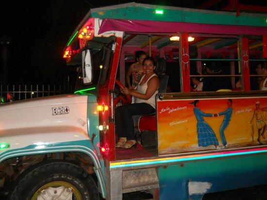 Decameron Cartagena: Rumba en Chiva
