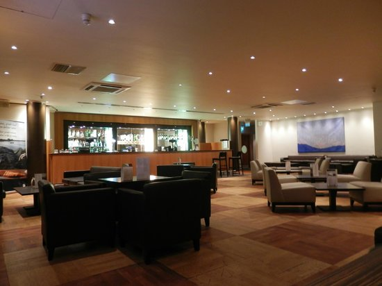 Holiday Inn - Coventry M6, Junction 2: Empty bar on a Saturday night!