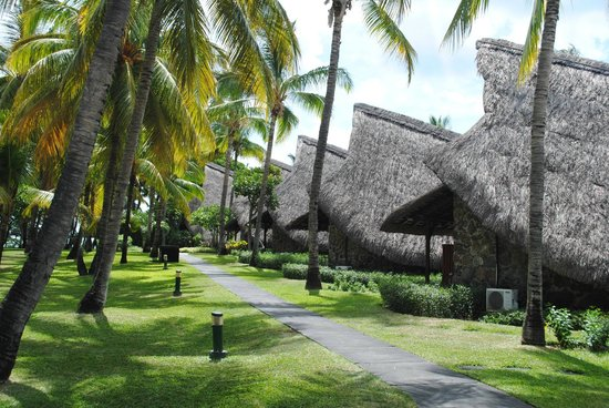 La Pirogue Resort & Spa:                   sous forme de paillottes
