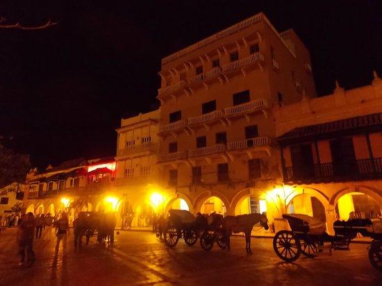 Decameron Cartagena: La ciudad vieja de noche...