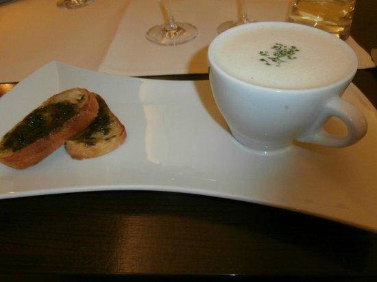 Restaurant Valentin: Parmesan white wine soup with basil bruschetts