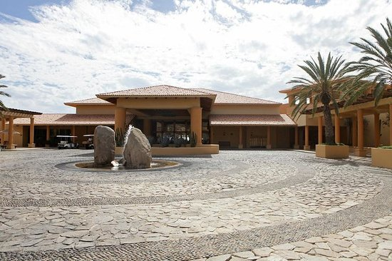 Grand Fiesta Americana Los Cabos All Inclusive Golf & Spa:                   in front of the lobby