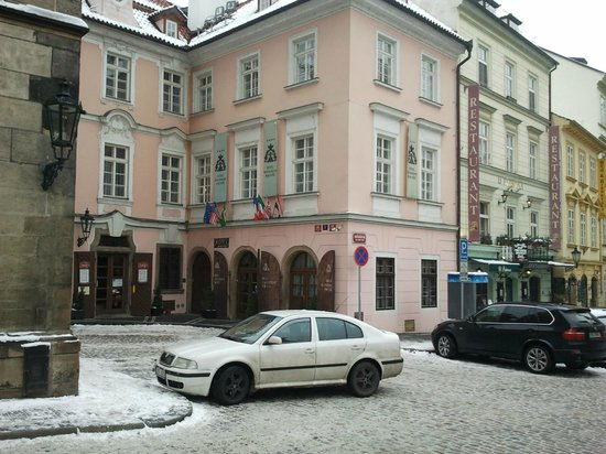 Hotel Pod Vezi:                                     L'hôtel Pod Vëzi à Prague