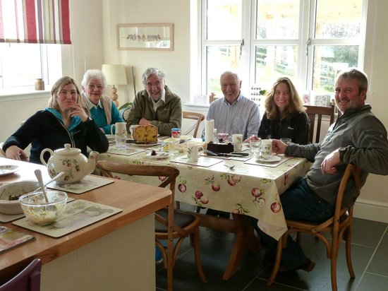 Hendersyde Farm Cottages:                   Coffee and Cake in the huge dining/kitchen area