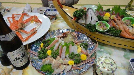 Ryokan Tamashimaso:                   全貌。   蟹天、デザート、鍋雑炊はあとから