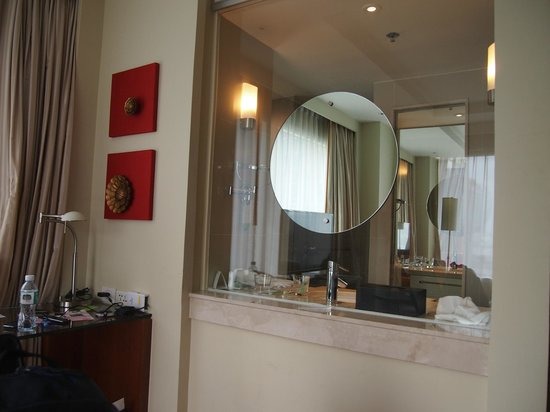 Courtyard by Marriott Bangkok:                   Mirror and see thru glass into bathroom