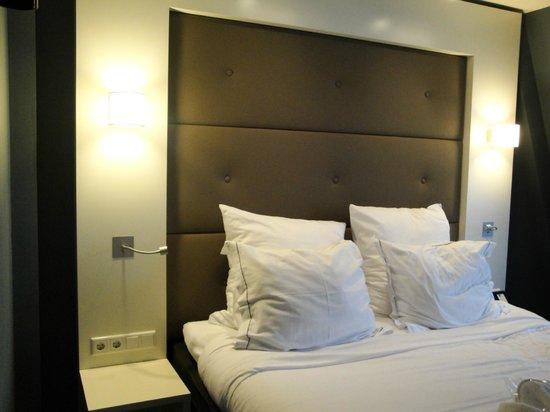 Hotel JL No76:                   Bed