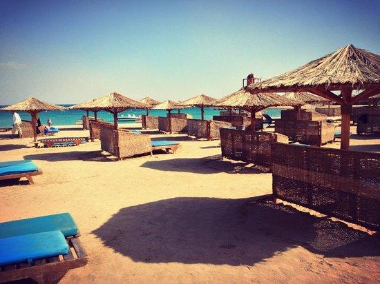Mercure Hurghada Hotel:                   Beach