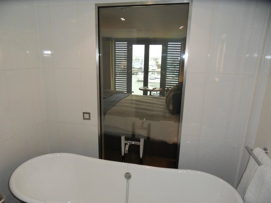 Salthouse Harbour Hotel: Changing bathroom window - 310