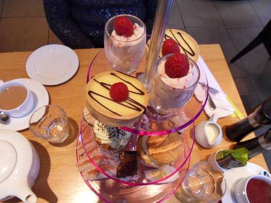Salthouse Harbour Hotel: Afternoon tea - well yummy