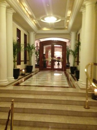 The Imperial Hotel :                   entrada do The Imperial
