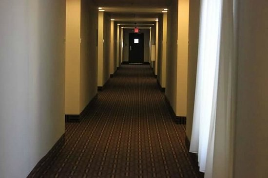 Super 8 Madison: Interior Hallway
