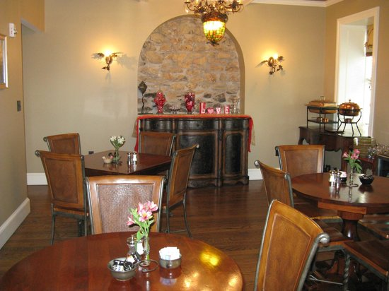 Inn BoonsBoro:                   Breakfast Room - Very Nice