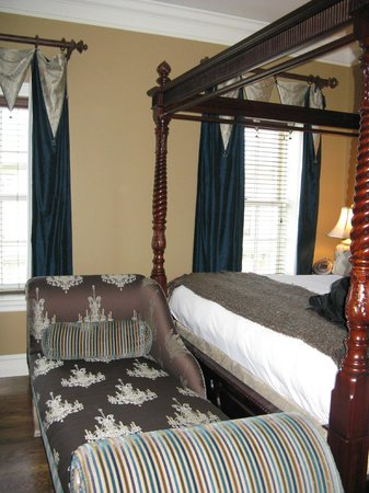 Inn BoonsBoro:                   JR Bedroom