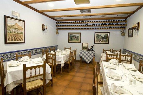 Restaurante La Llar: Salón interior.