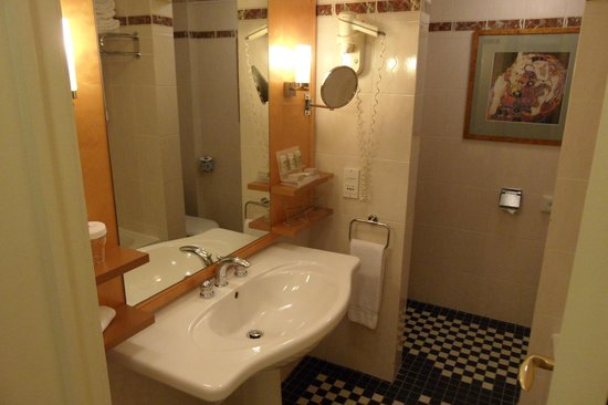 Crowne Plaza Hotel Brussels - Le Palace:                   Bathroom
