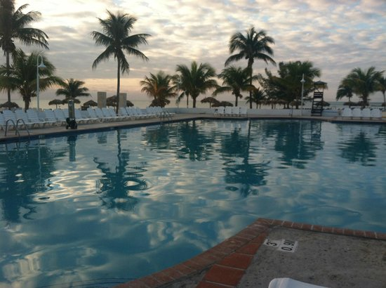 Viva Wyndham Fortuna Beach: Pool at Sunrise
