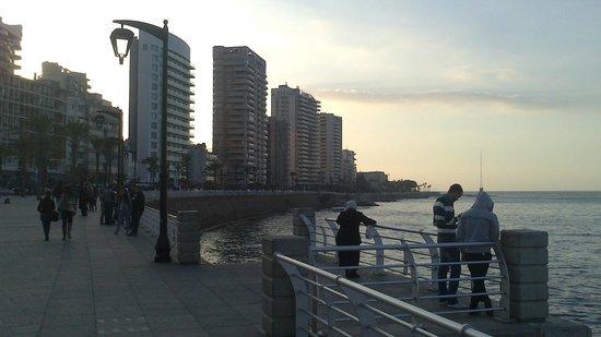 Radisson Blu Martinez Hotel, Beirut: Seafront quay near hotel