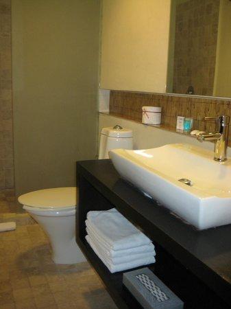 Hotel El Punto: bathroom