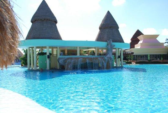 Iberostar Paraiso Maya:                   Maya Lindo pool