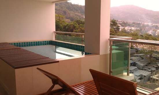 The Bay Cliff:                   Plunge Pool