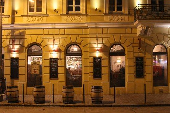 Beer picture of beer palace bratislava tripadvisor for Design hotel 21 bratislava kontakt