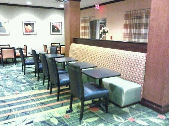 Fairfield Inn & Suites Louisville East:                   Breakfast seating area