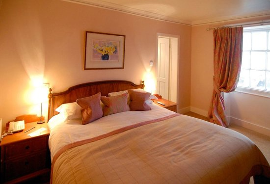 The Kings Hotel Chipping Campden:                   Lovely room on top floor at front of hotel