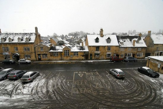 The Kings Hotel Chipping Campden:                   Great location right on the square