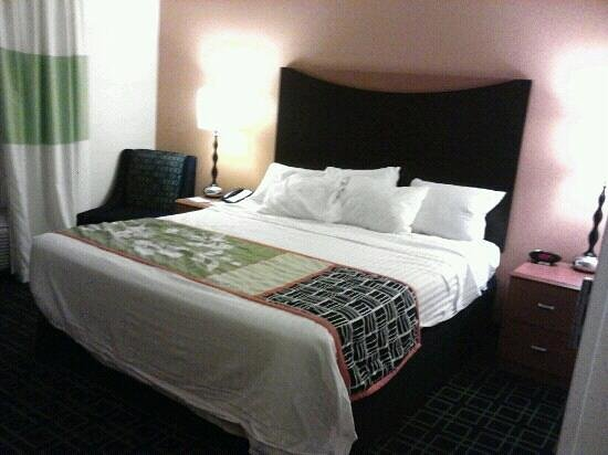 Fairfield Inn & Suites Louisville East:                   Awesome room, king standard