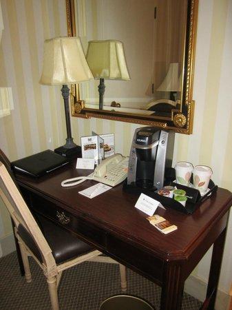 Hotel Monteleone: Desk area