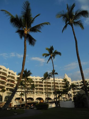 Fairmont Kea Lani, Maui:                   view of hotel