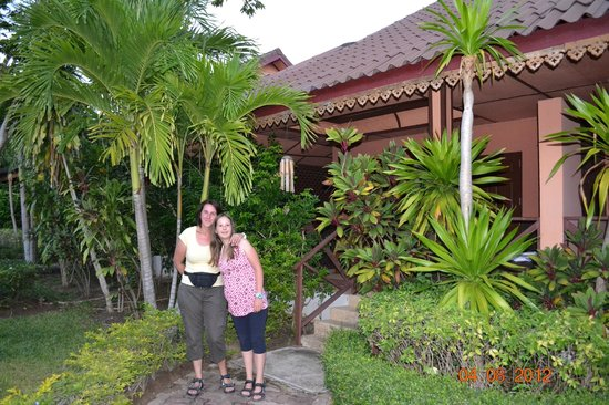 Pinnacle Resort Samui:                   Bungalow und Garten