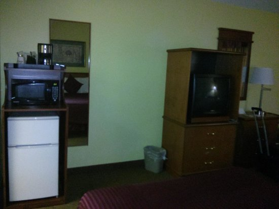 Days Inn Fort Myers Springs Resort :                   Microwave and fridge