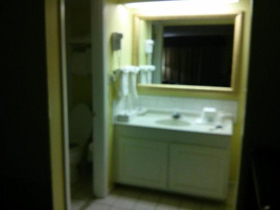 Days Inn Fort Myers Springs Resort :                   bathroom