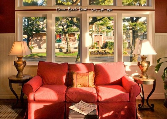 Cannon Beach Hotel: Relax in our Guest Lounge