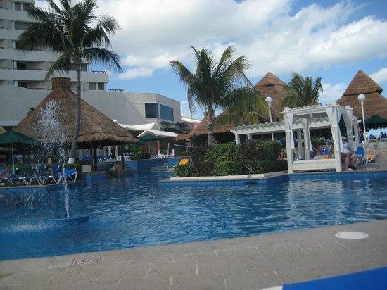 Royal Solaris Cancun:                   pool bar and resturant