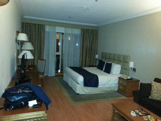 Crowne Plaza Dubai:                   Room